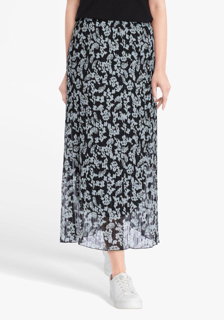 Jupe plissée noire avec imprimé bleu clair