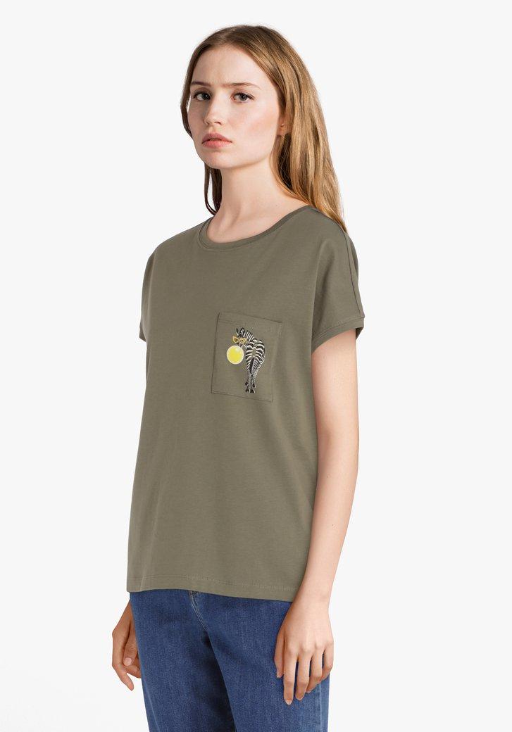 Kaki katoenen T-shirt met zebraprint