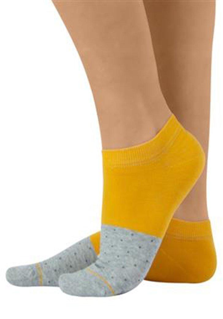 Katoenen geel-grijze sokjes met fijn stipjesmotief