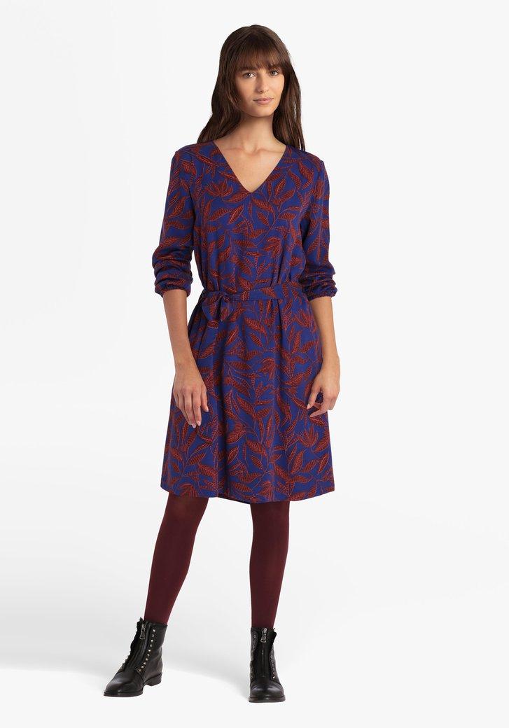 Koningsblauw kleed met bruine bladerprint