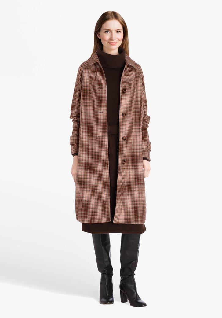 Lange geruite mantel