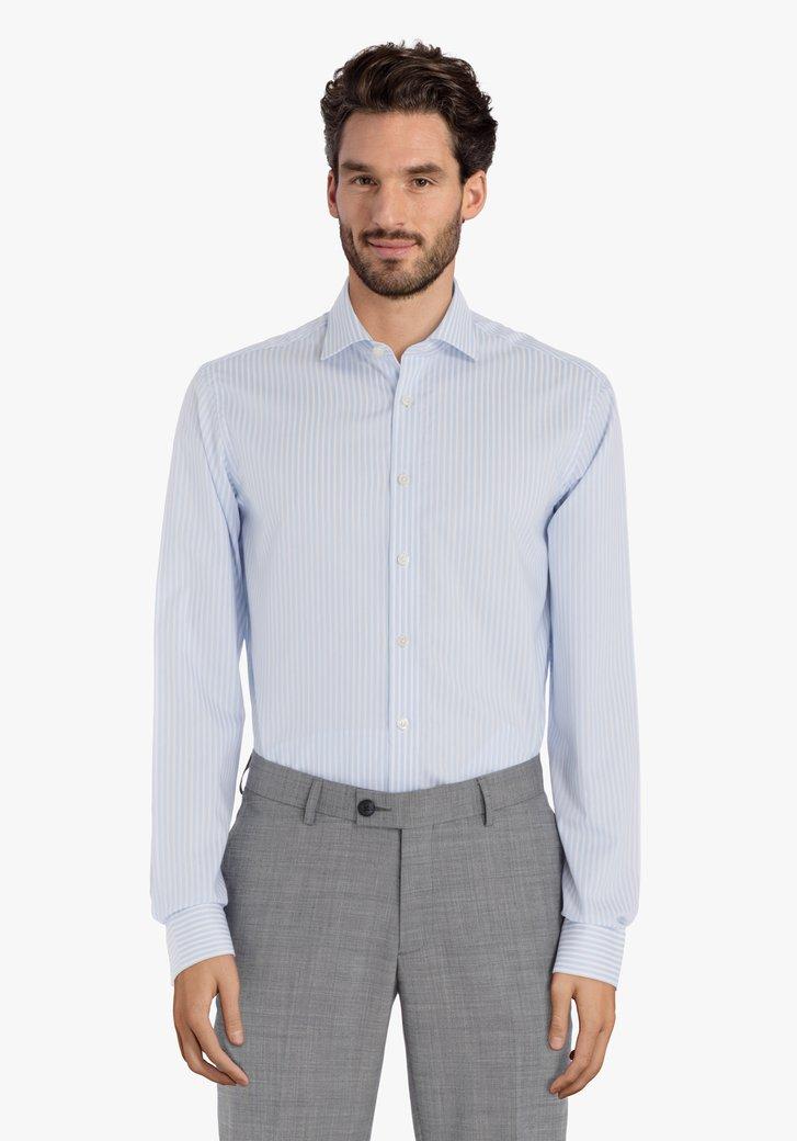 Lichtblauw gestreept hemd – slender fit
