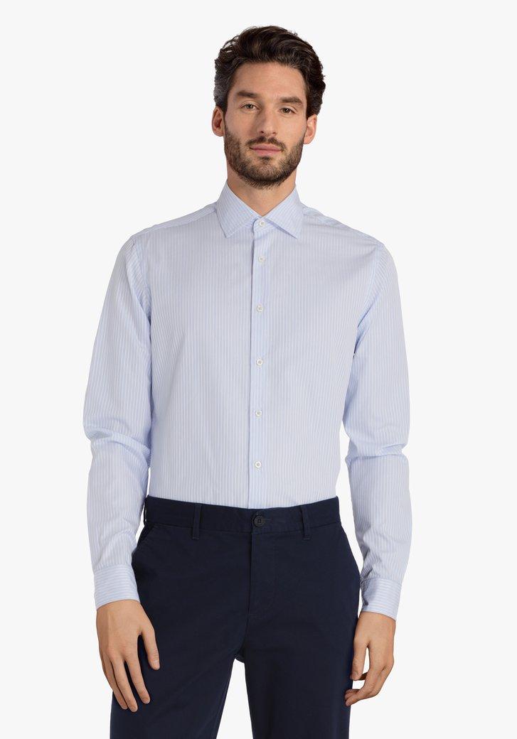 Lichtblauw hemd met witte streep – slim fit