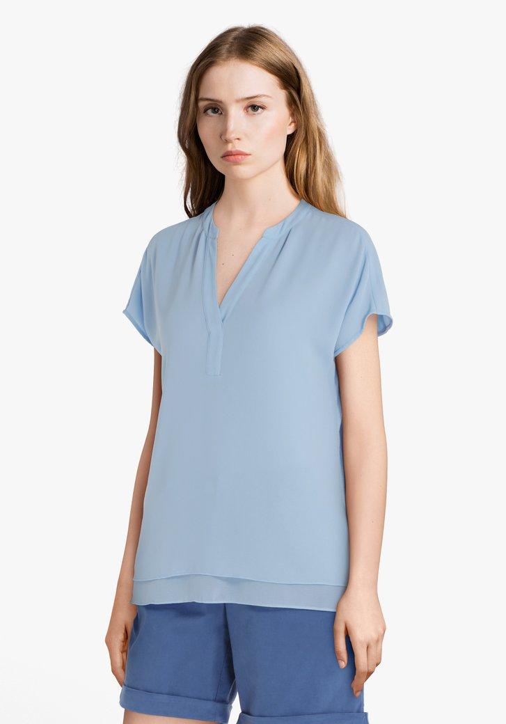 Lichtblauwe blouse met V-hals