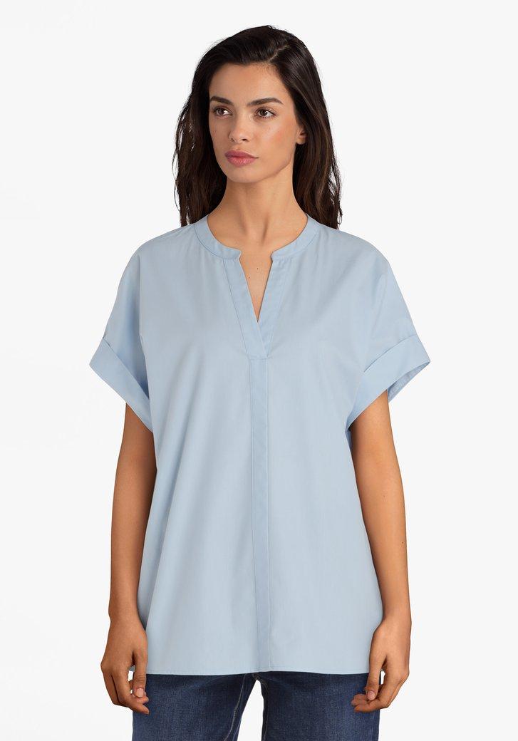 Lichtblauwe katoenen blouse met V-hals