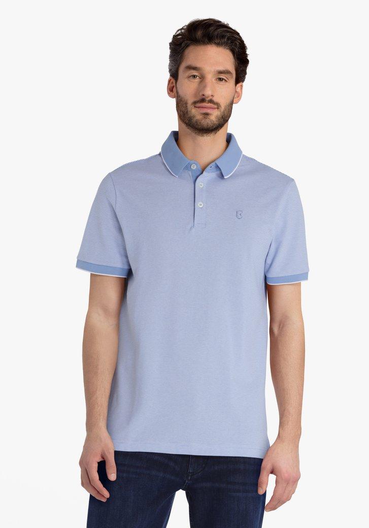 Lichtblauwe polo met witte streepjes