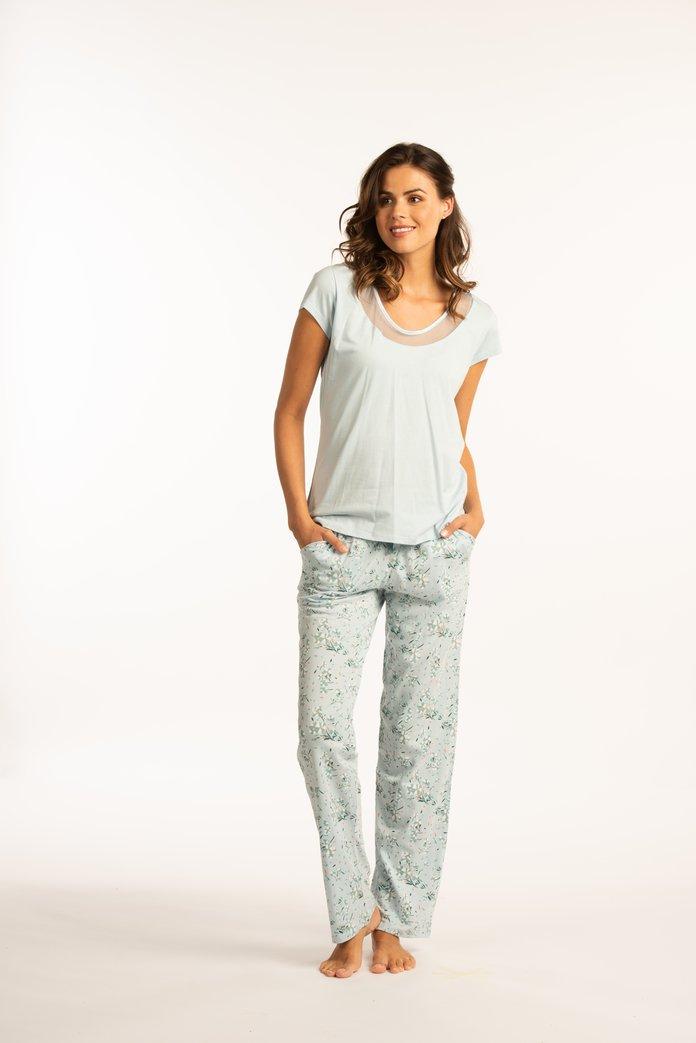 Lichtblauwe pyjama met bloemenprint