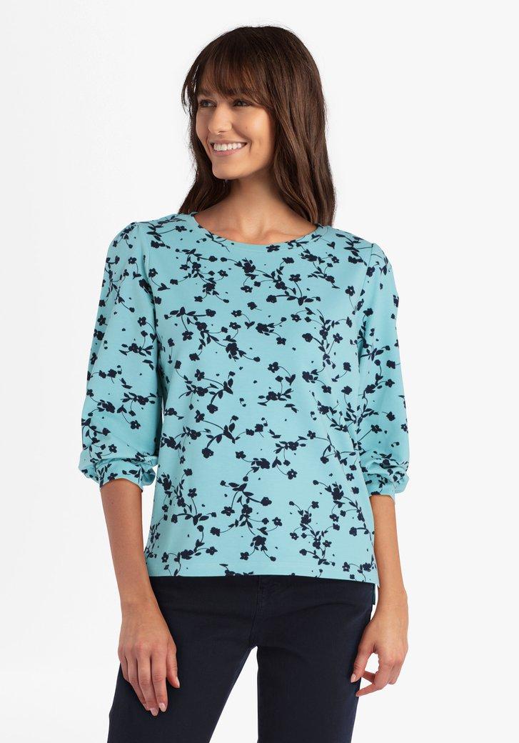 Lichtblauwe trui met donkerblauwe bloemetjes