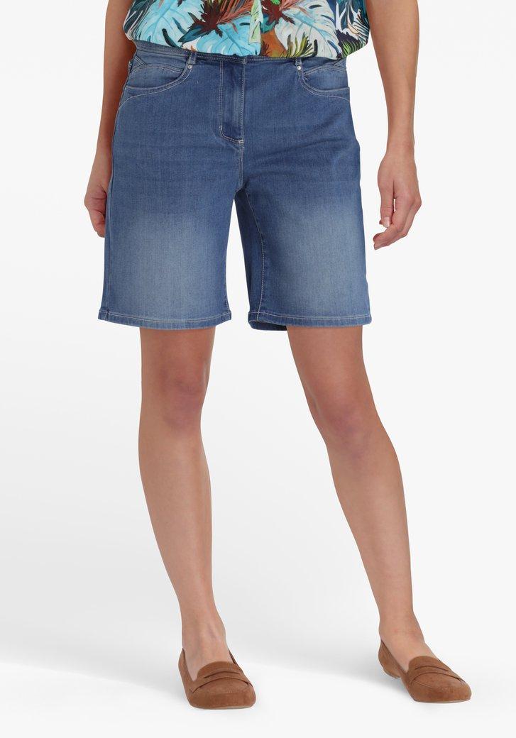 Mediumblauwe lange jeansshort