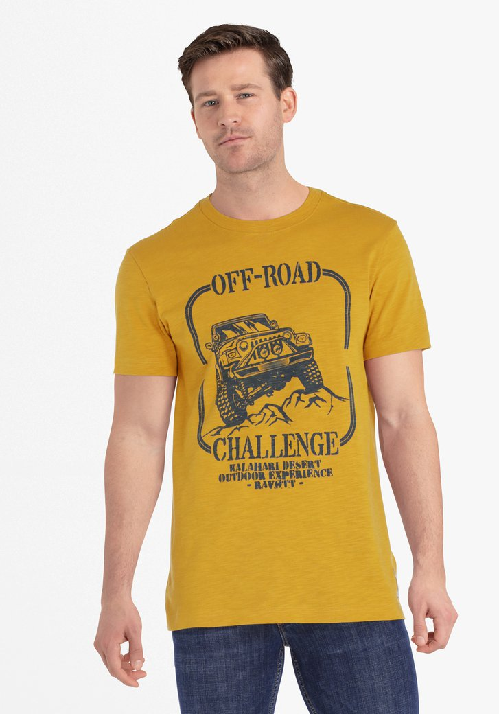 Okerkleurige T-shirt met blauwe print