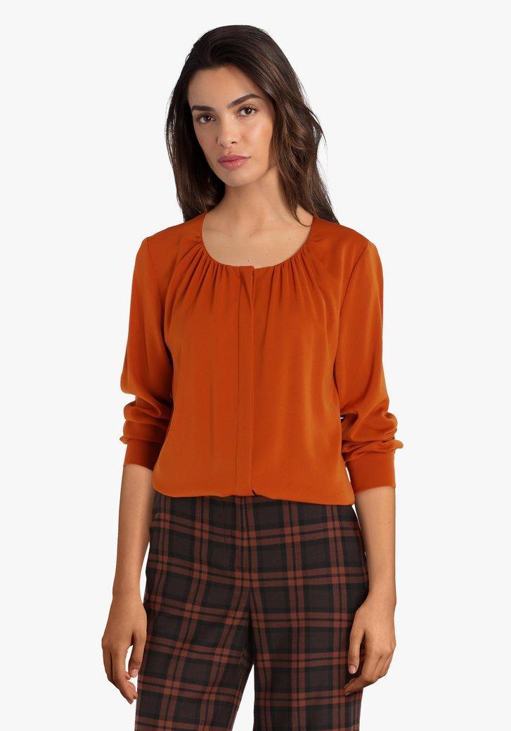Oranje blouse met verborgen knopenlijst