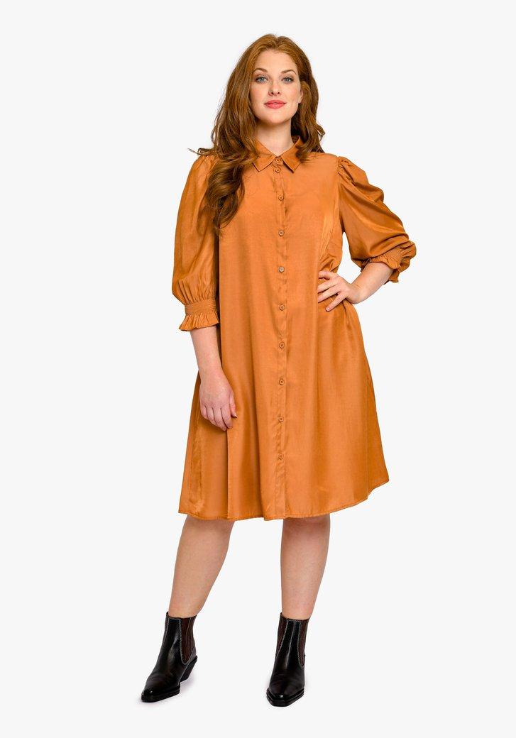 Oranje kleed met accentmouwen