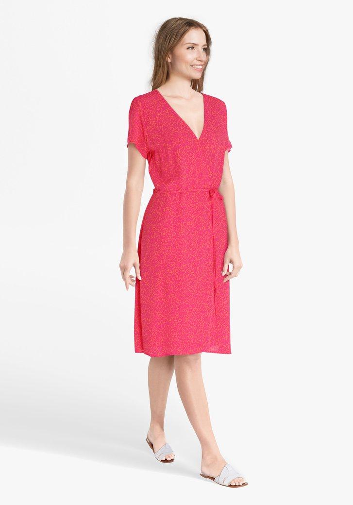 Oranje kleed met roze panterprint