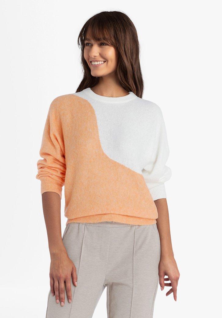 Oranje-witte gebreide trui