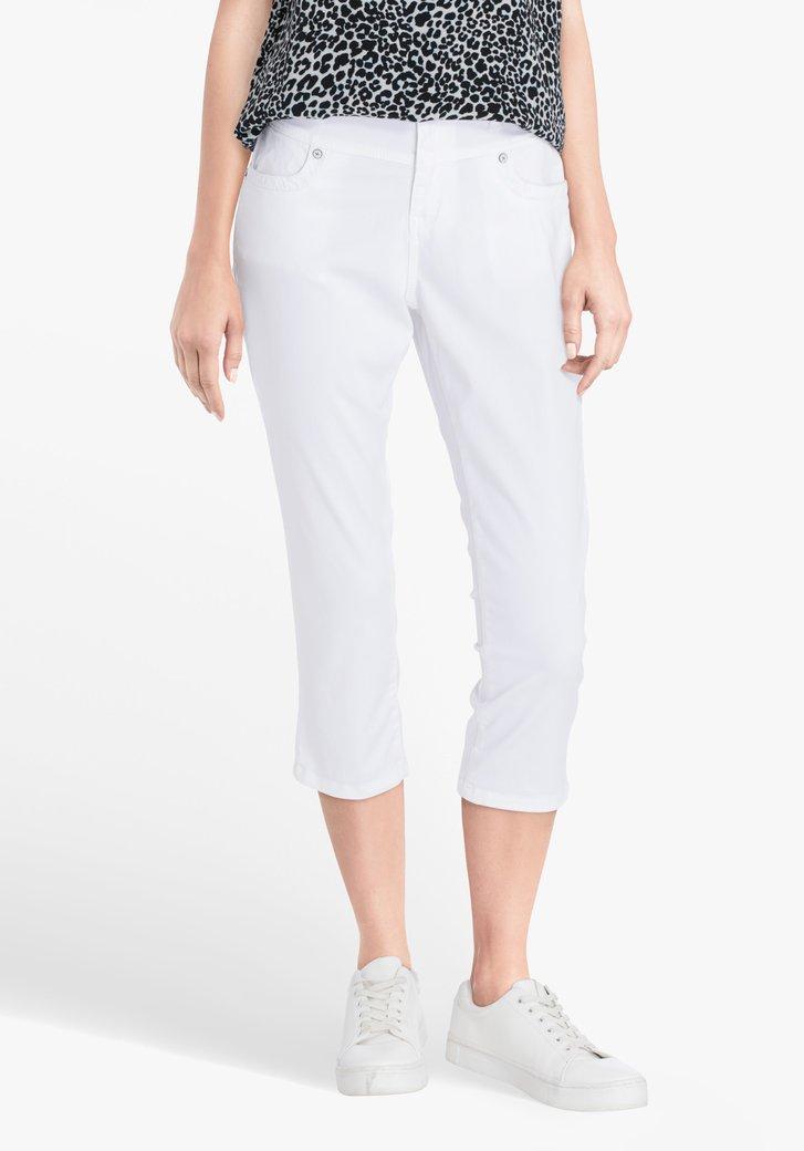 Pantalon blanc, longueur trois quarts