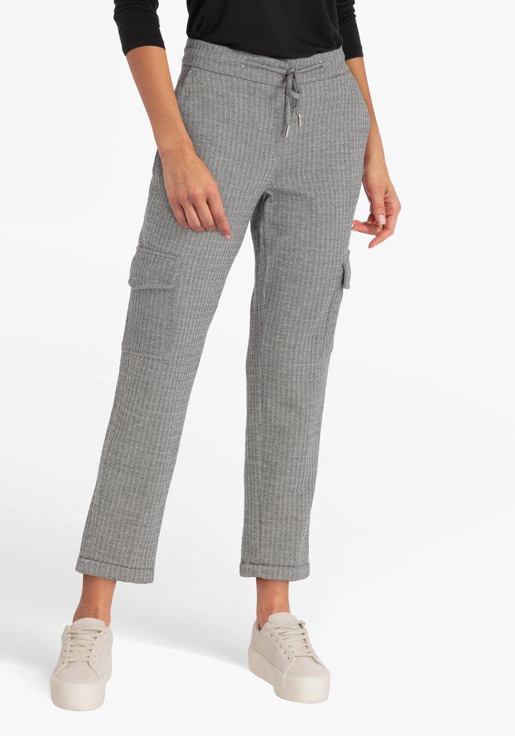 Pantalon gris avec motif à chevrons