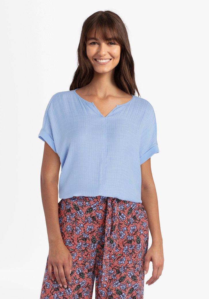 Pastelblauwe blouse in structuurstof