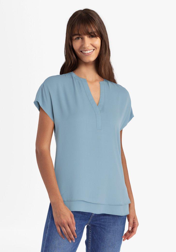 Pastelblauwe blouse met V-hals