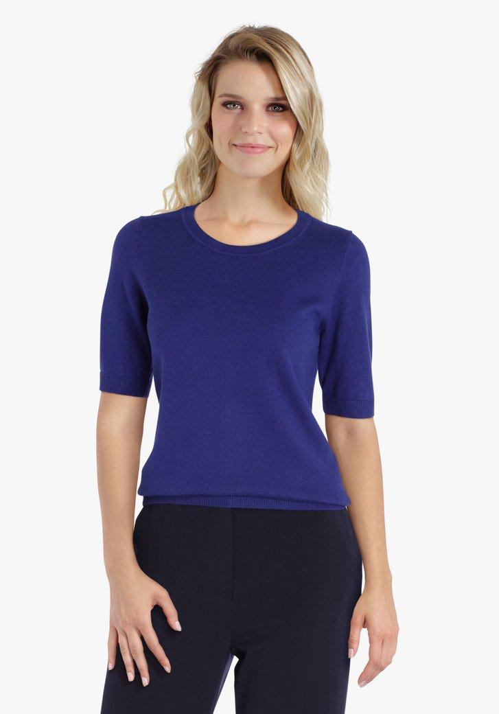 Pull bleu moyen à manches courtes
