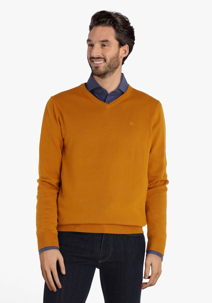 Pull en coton jaune-orange à encolure en V