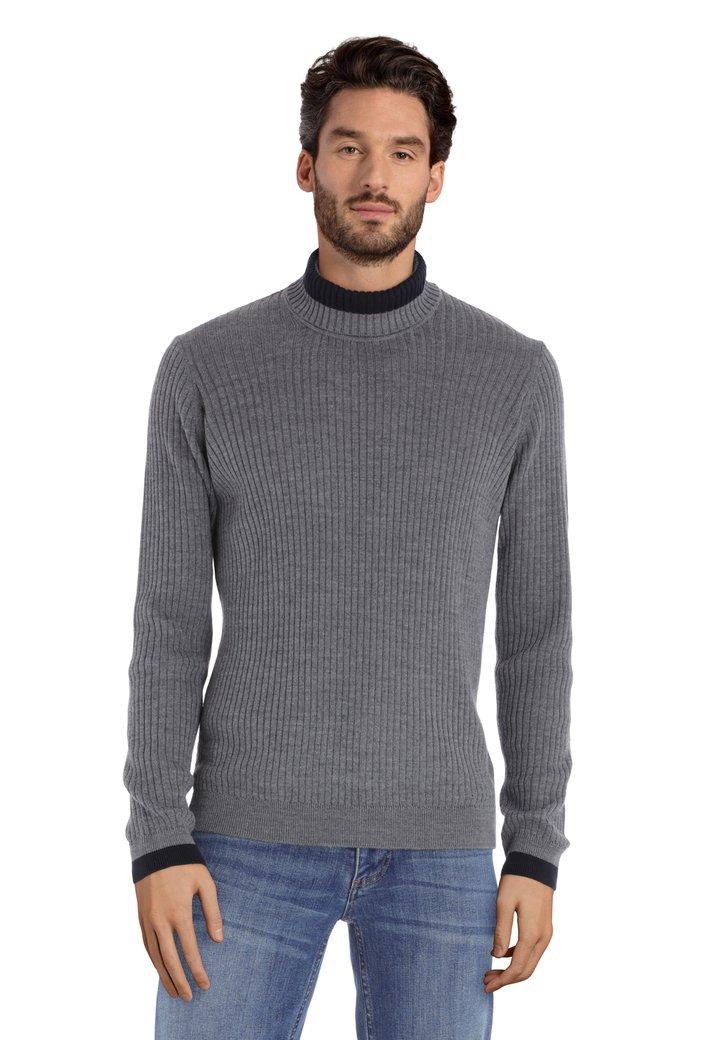 Pull en laine grise à col roulé