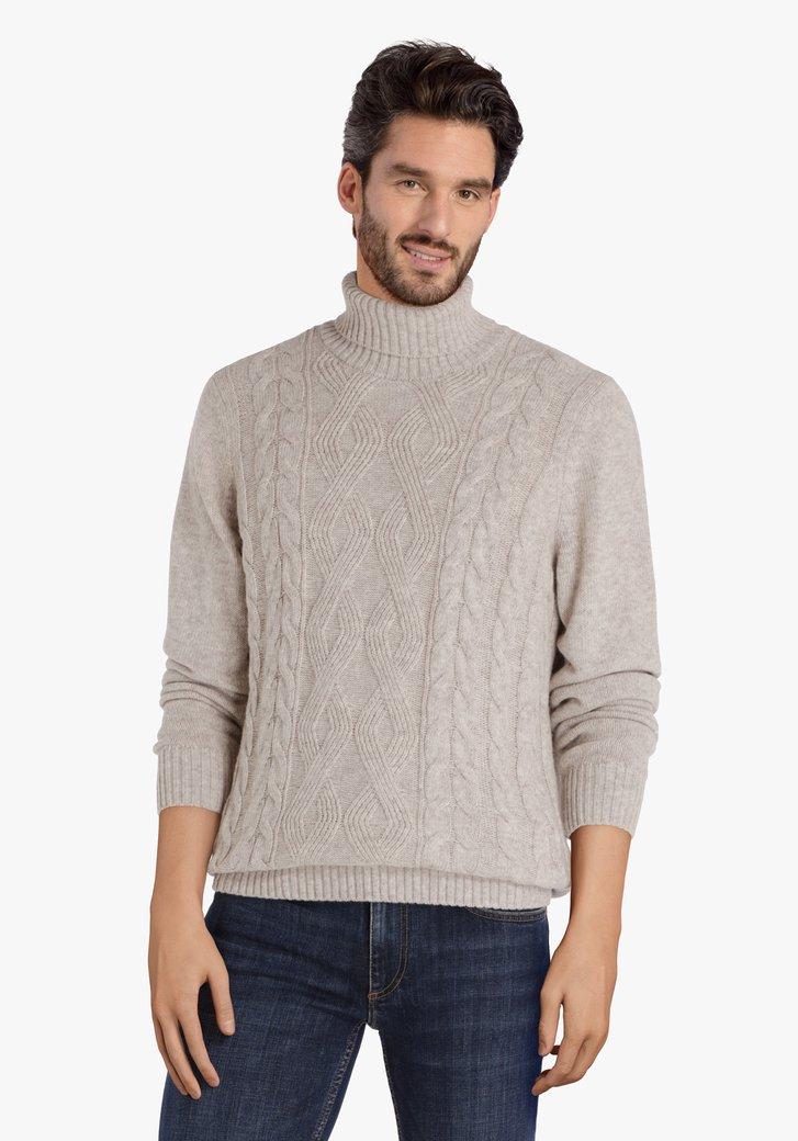 Pull en tricot beige avec col roulé