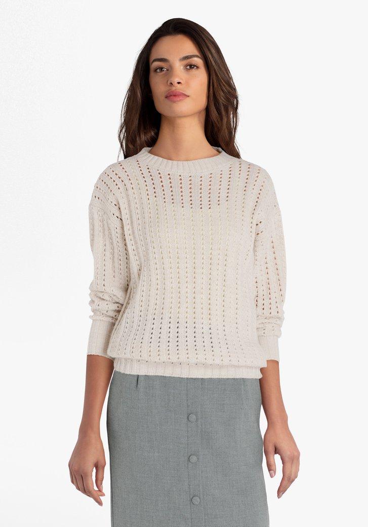 Pull en tricot beige avec motif ajouré