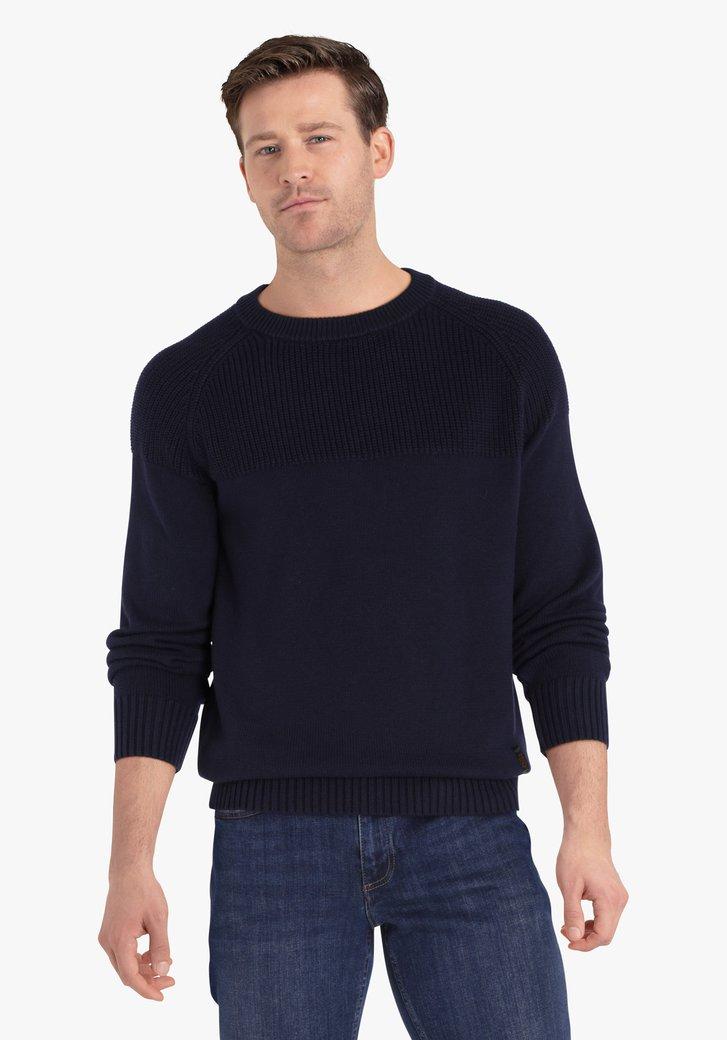Pull en tricot bleu foncé