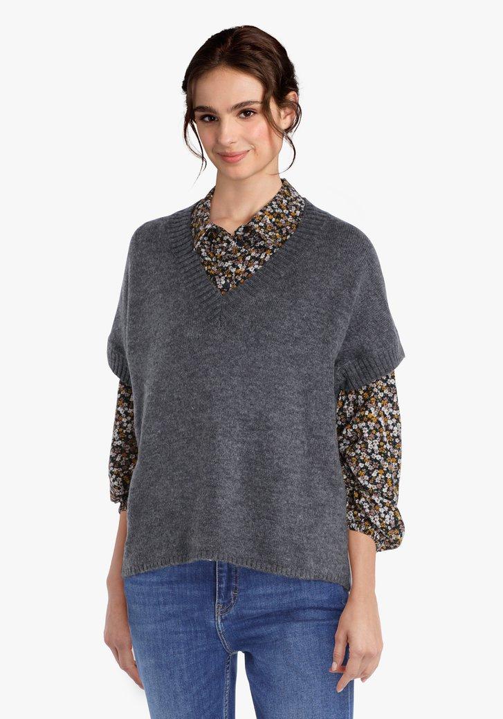 Pull en tricot gris à manches courtes