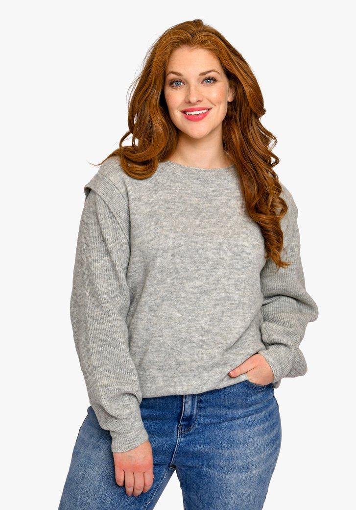 Pull en tricot gris à manches détaillées