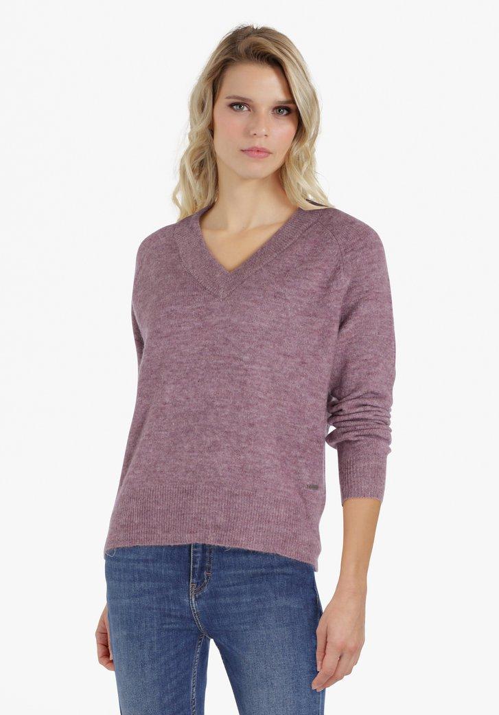 Pull en tricot lilas avec col en V