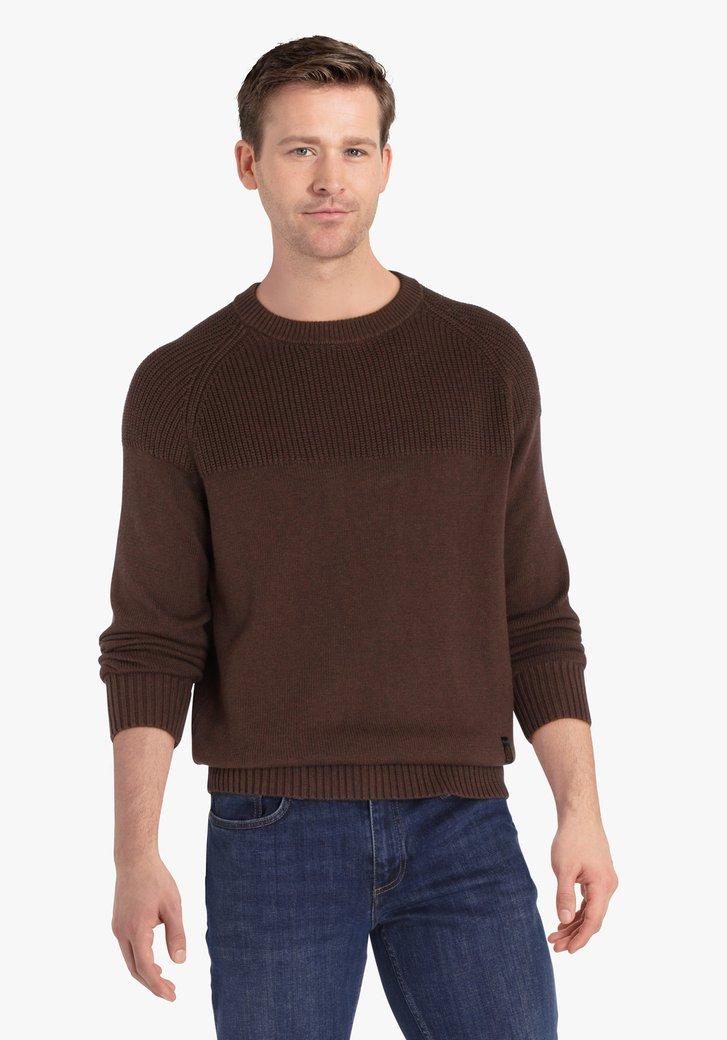Pull en tricot marron