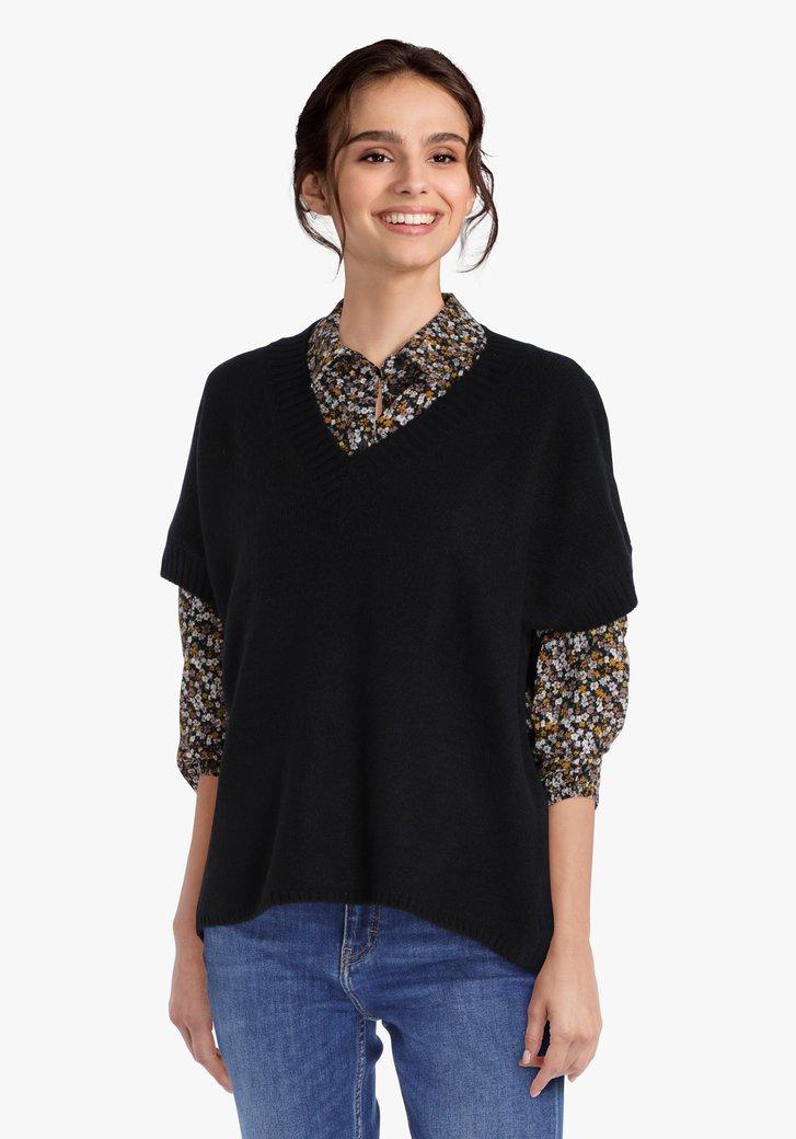Pull en tricot noir à manches courtes