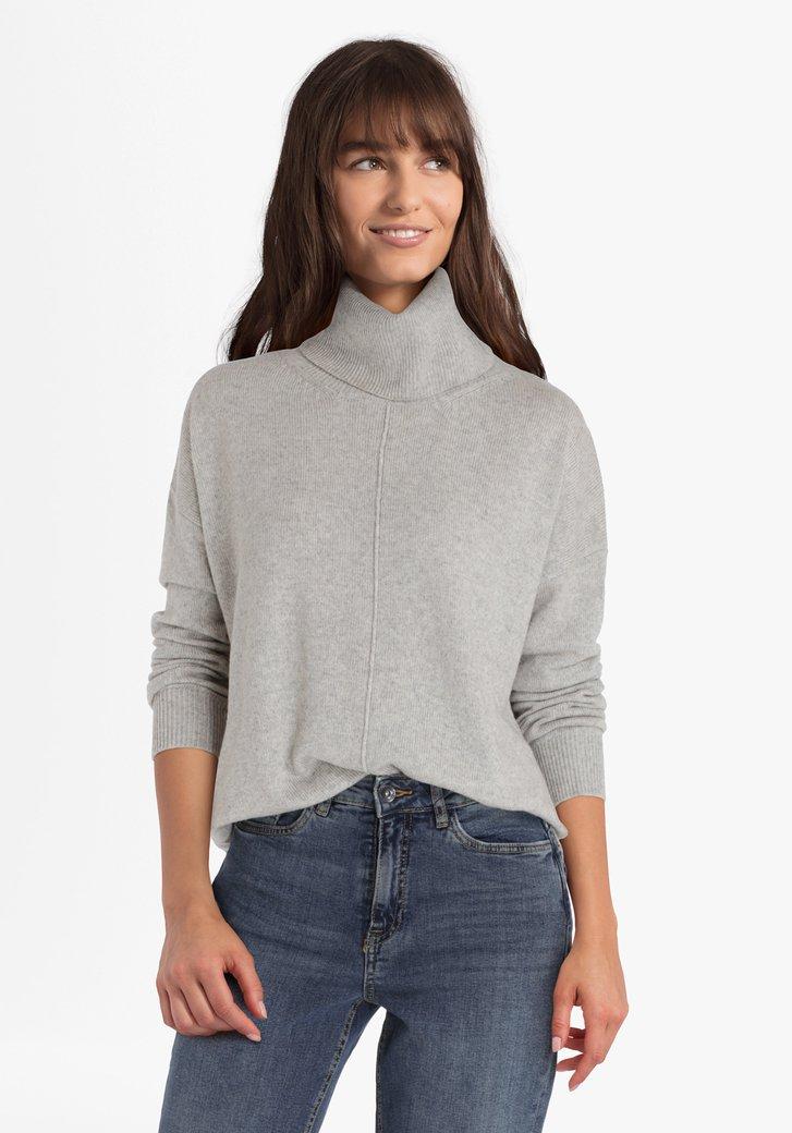 Pull gris avec laine et avec col roulé