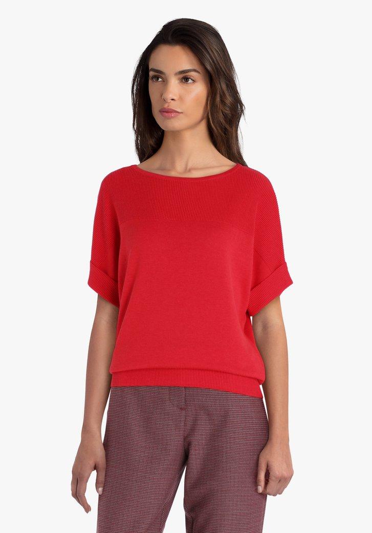 Pull rouge à manches courtes