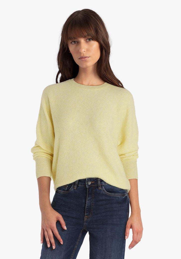 Pull tricoté lilas avec motif