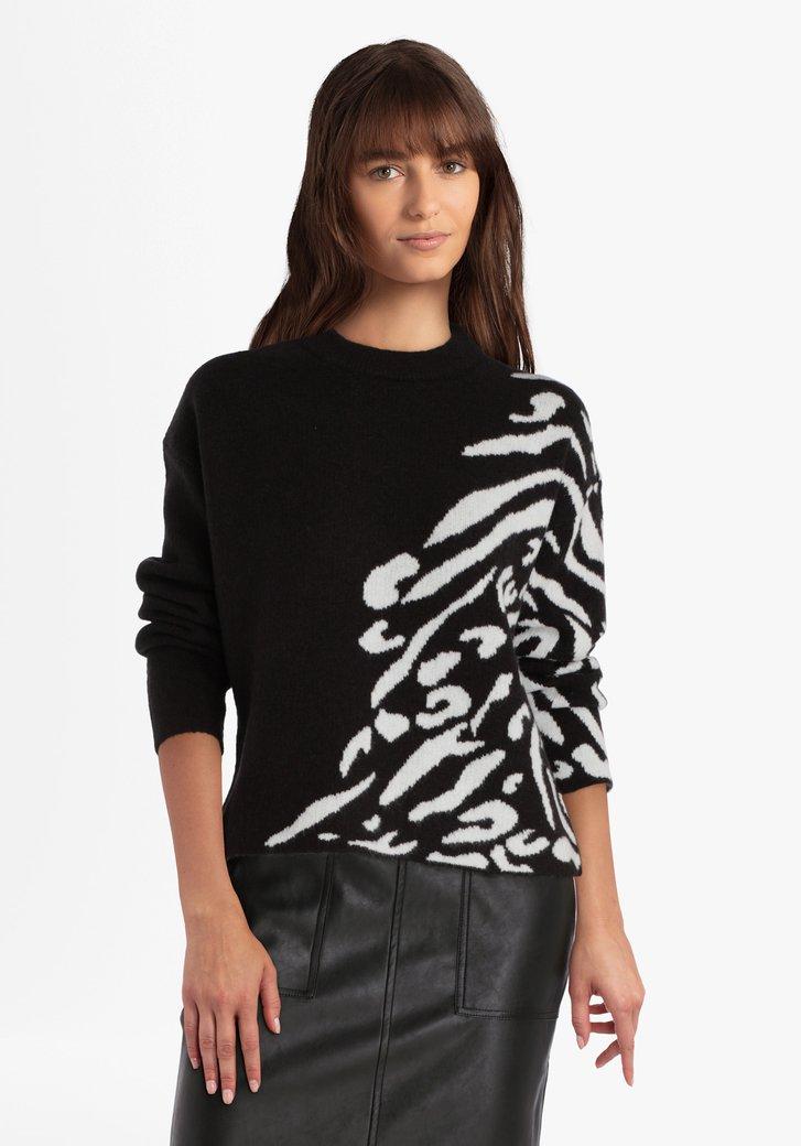 Pull tricoté noir avec motif blanc