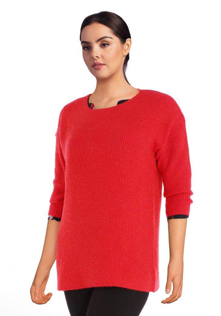 Pull tricoté rouge avec laine