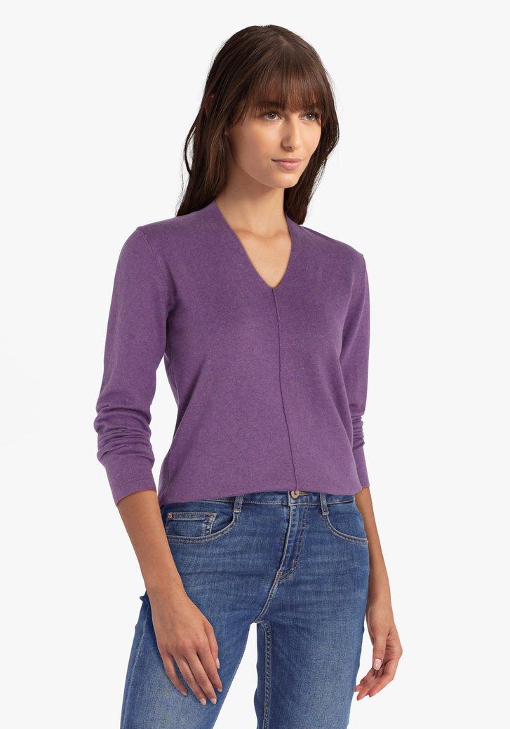 Pull violet avec col en V
