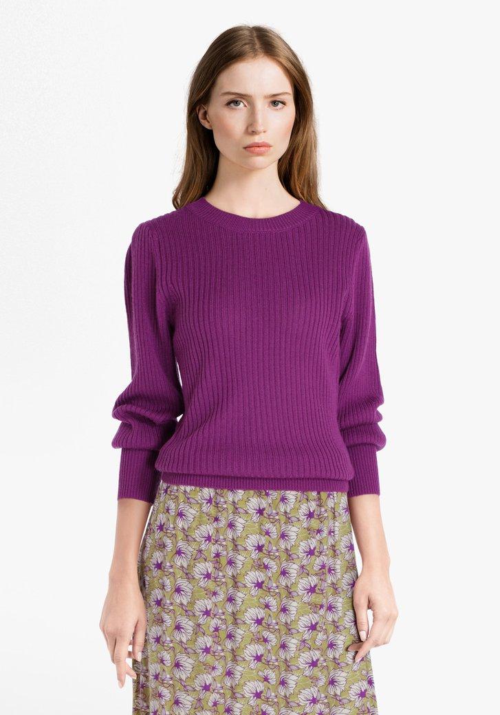 Pull violet avec de la laine