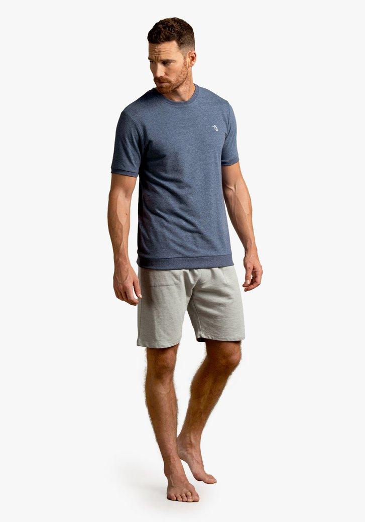 Pyjama bleu marine avec un short gris