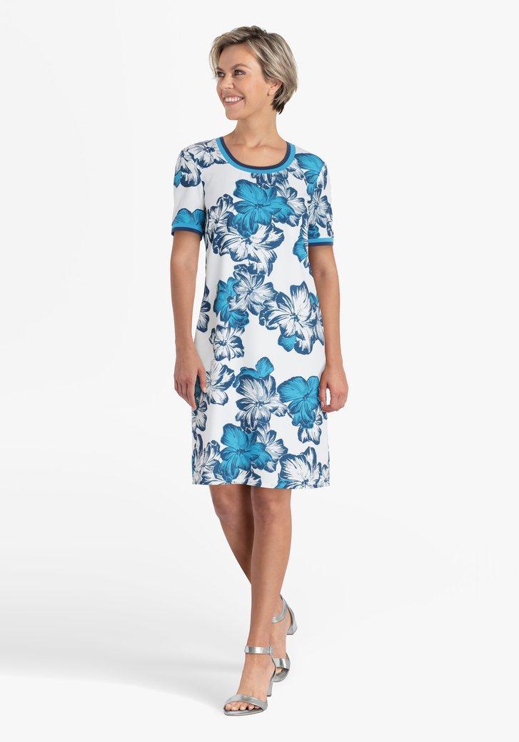 Robe blanche avec imprimé floral bleu