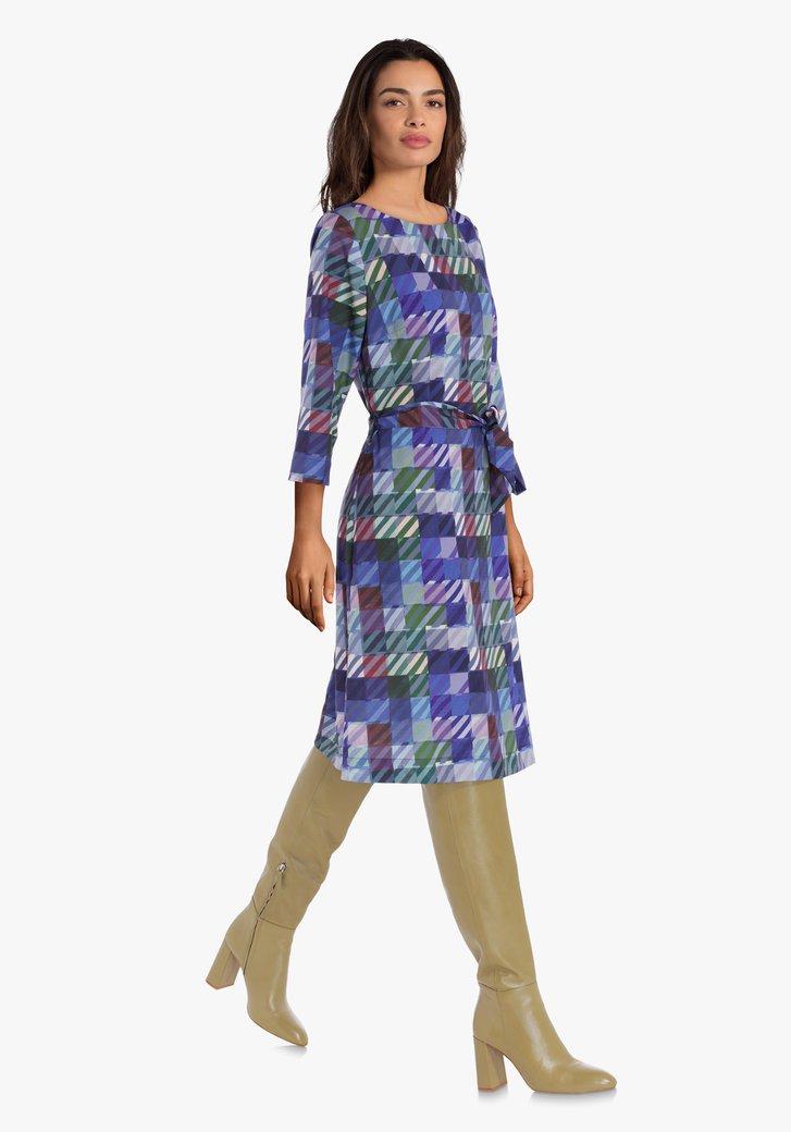Robe mauve avec imprimé à carrés et ceinture