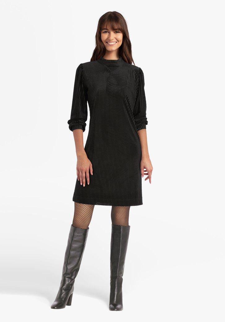 Robe noire en velours côtelé