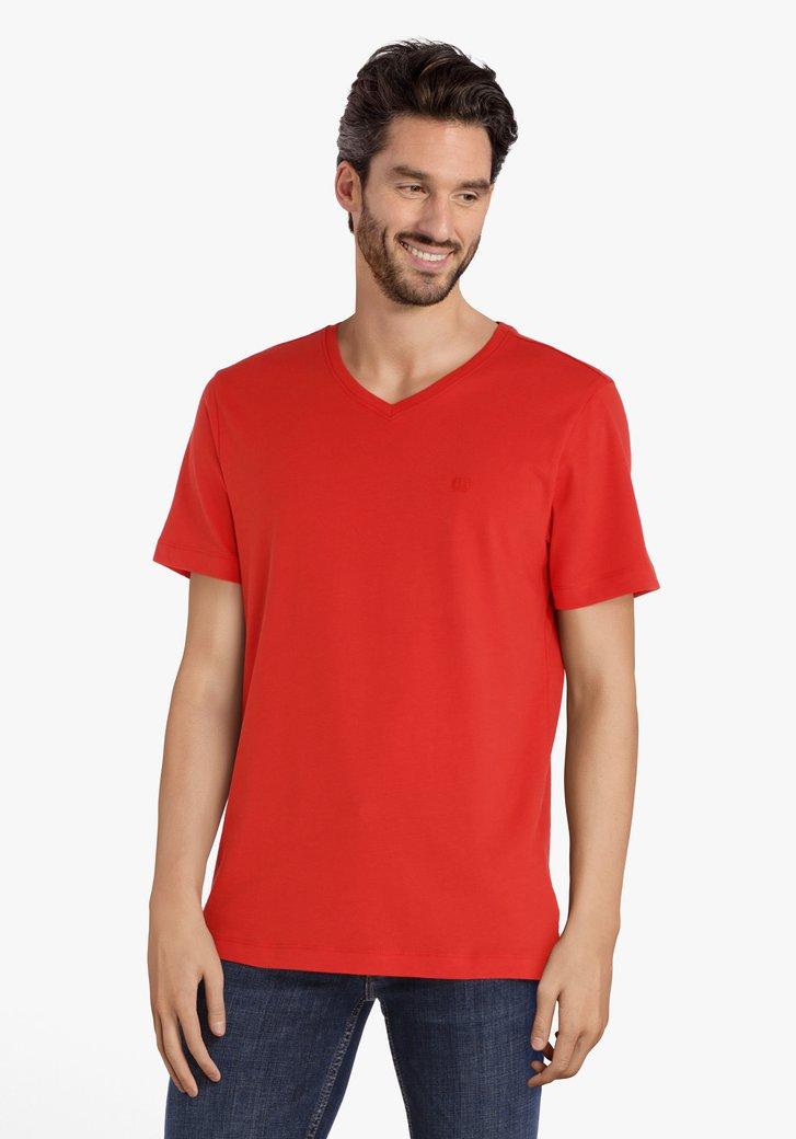 Rode T-shirt met V-hals