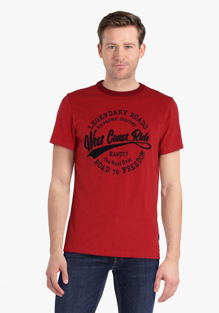Rode T-shirt met velvet opschrift