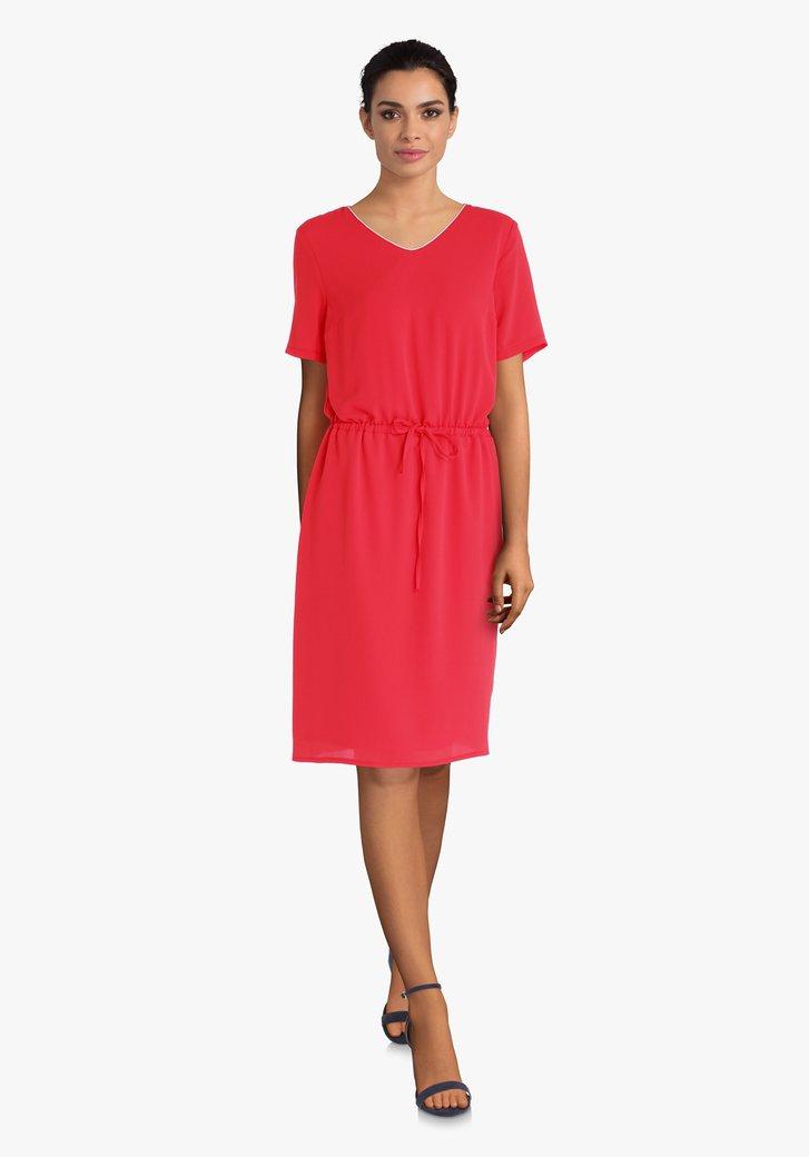 Rood kleed met taillelint