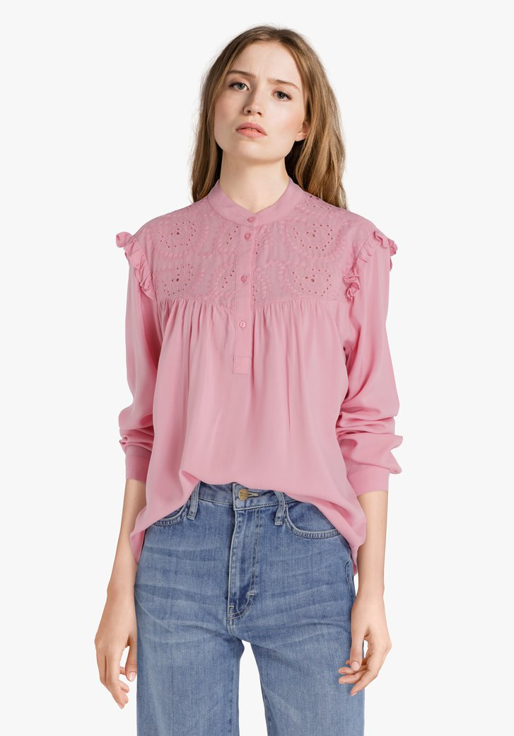Roze blouse met broderie anglaise