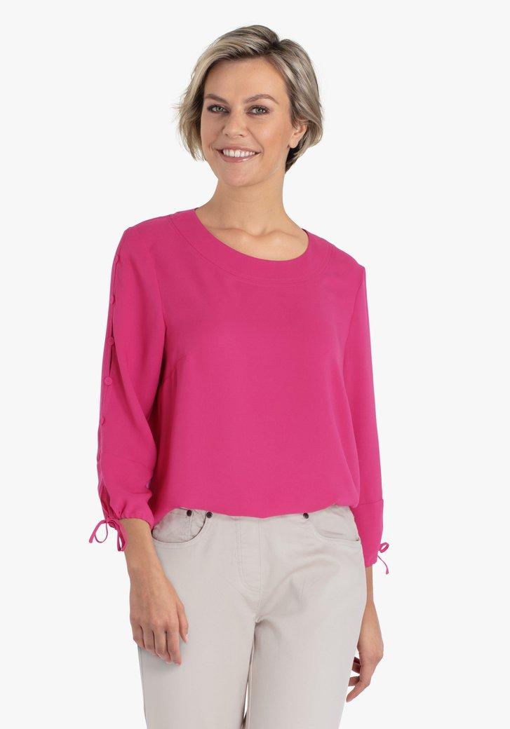 Roze blouse met knopjes op de mouwen