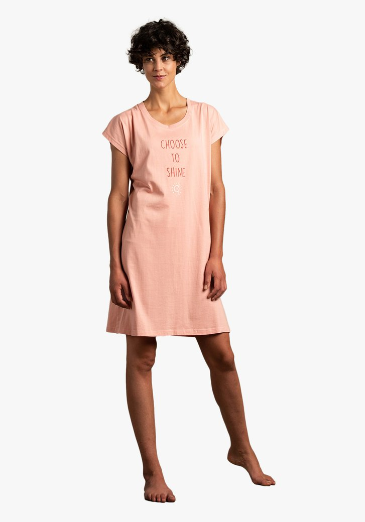 Roze nachthemd met opschrift